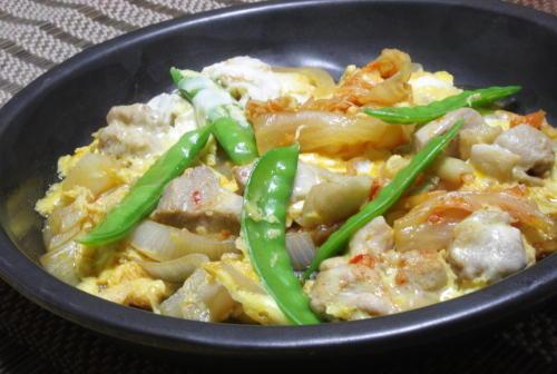今日のキムチ料理レシピ:鶏肉とキムチの卵とじ