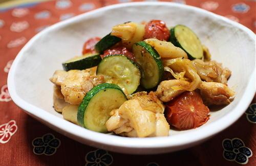 今日のキムチレシピ:鶏肉とトマトとキムチ炒め