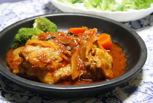 今日のキムチ料理レシピ:鶏肉のトマトキムチ煮込み