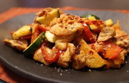 今日のキムチレシピ:鶏肉とズッキーニのキムチ炒め