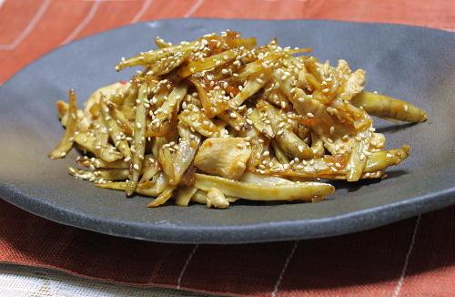 今日のキムチ料理レシピ:ごぼうと鶏肉のキムチ甘辛炒め