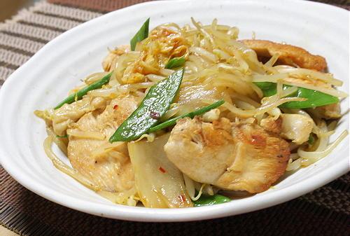 今日のキムチ料理レシピ:鶏肉ともやしのキムチ炒め