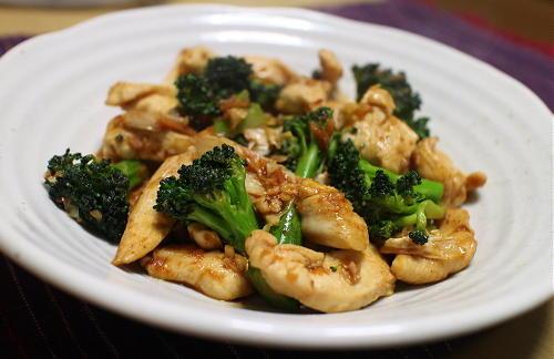 今日のキムチレシピ:鶏肉とブロッコリーのキムチ炒め
