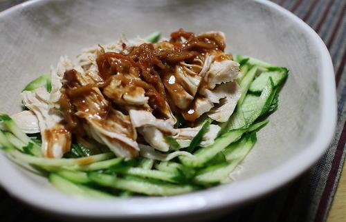 今日のキムチ料理レシピ:鶏むね肉のピリ辛胡麻ドレ