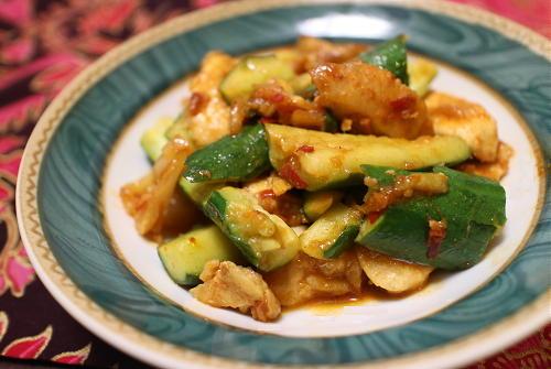 今日のキムチレシピ:鶏肉と胡瓜のキムチオイスター炒め