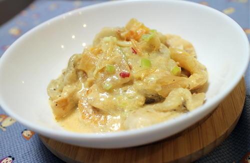 今日のキムチ料理レシピ:鶏むね肉と里芋のキムチクリーム煮
