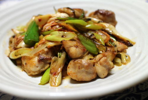 今日のキムチ料理レシピ:鶏肉とキムチとねぎの塩炒め