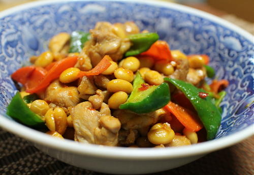 今日のキムチ料理レシピ:鶏肉と大豆のピリ辛煮