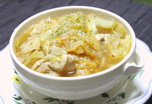 今日のキムチ料理レシピ:鶏肉とキムチのスープ