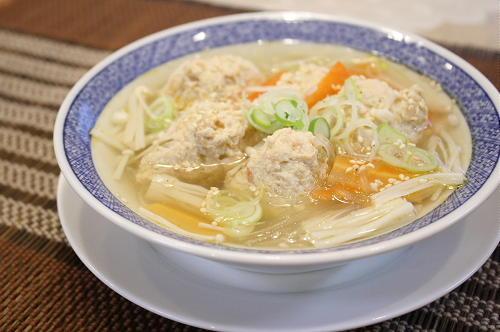 今日のキムチ料理レシピ:キムチ鶏肉団子スープ