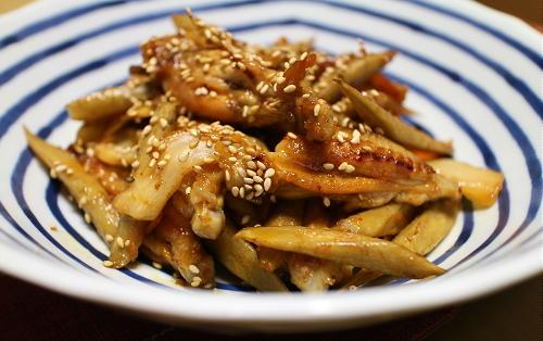 今日のキムチ料理レシピ:鶏手羽とごぼうのキムチ煮