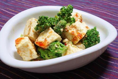 今日のキムチ料理レシピ:ブロッコリーと豆腐のピリ辛サラダ