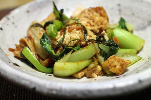 今日のキムチレシピ:豆腐と青梗菜のピリ辛炒め