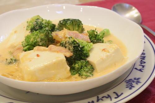 今日のキムチ料理レシピ:豆腐とキムチのクリーム煮