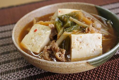 今日のキムチ料理レシピ:豆腐と豚肉のとろ~りキムチ煮