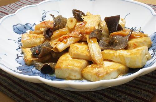 今日のキムチ料理レシピ:豆腐のキムチ味噌煮込み