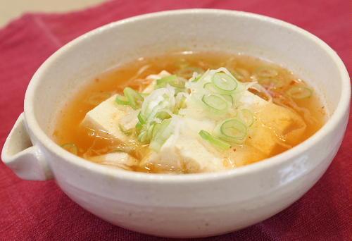 今日のキムチ料理レシピ:豆腐とねぎのピリ辛スープ