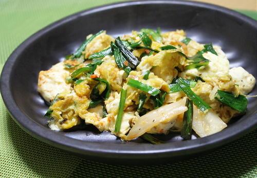 今日のキムチ料理レシピ:豆腐とにらのキムチ炒め