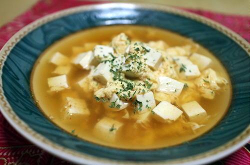 今日のキムチ料理レシピ:豆腐と卵のピリ辛スープ