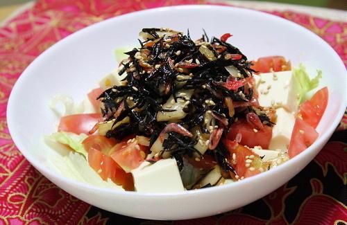 今日のキムチ料理レシピ:トマトと豆腐のひじきキムチドレッシング