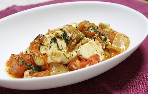 今日のキムチ料理レシピ:豆腐とトマトのキムチ炒め