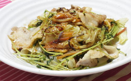 今日のキムチレシピ:豚バラと豆苗のキムチ塩昆布蒸し