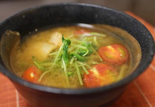 今日のキムチ料理レシピ:豆苗とミニトマトのキムチ味噌汁