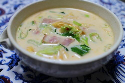 今日のキムチ料理レシピ:キャベツとキムチの豆乳スープ