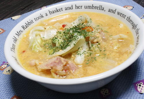 今日のキムチ料理レシピ: 白菜のピリ辛豆乳スープ