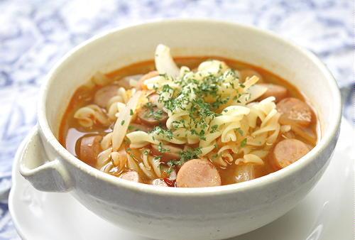 今日のキムチ料理レシピ:ソーセージとキムチのスープパスタ