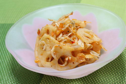今日のキムチ料理レシピ:レンコンの梅キムチ和え