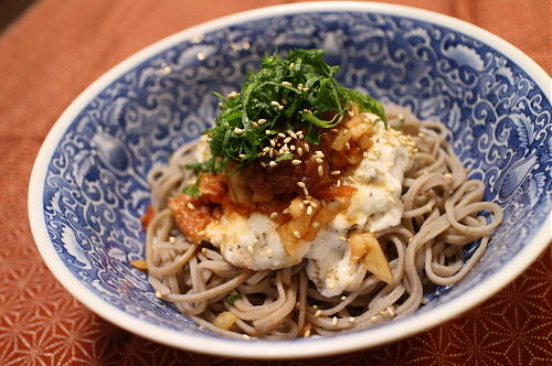 今日のキムチレシピ:梅キムチのとろろ蕎麦