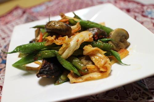 今日のキムチレシピ:いんげんとキノコのキムチ炒め