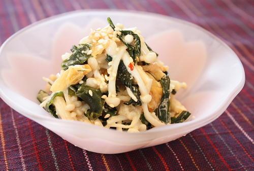 今日のキムチ料理レシピ:わかめとえのきのキムチ胡麻和え