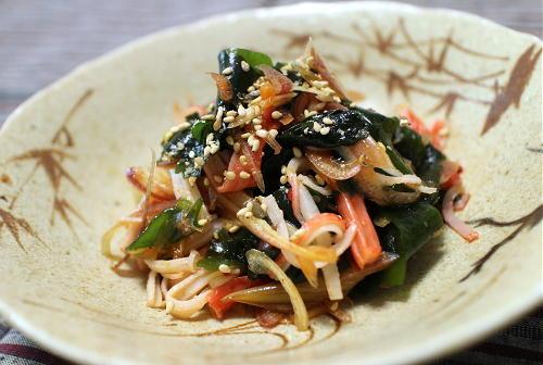 今日のキムチ料理レシピ:わかめとキムチの甘酢和え