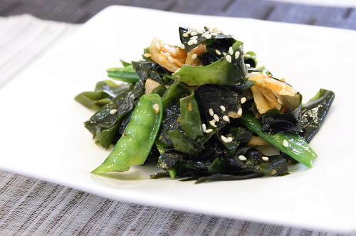 今日のキムチ料理レシピ: わかめと絹さやのキムチ炒め