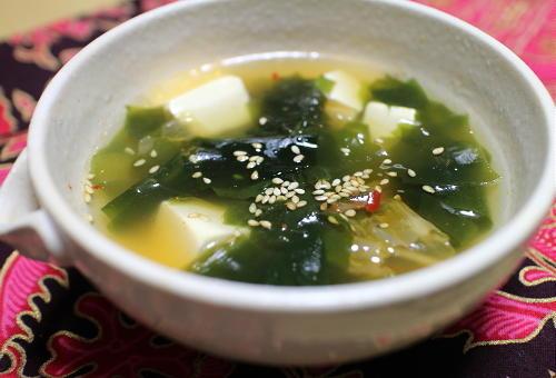今日のキムチ料理レシピ:わかめと豆腐のキムチスープ