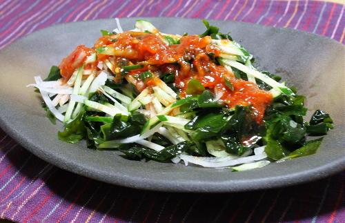 今日のキムチ料理レシピ:ワカメの梅キムチドレッシングサラダ