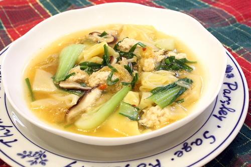 今日のキムチ料理レシピ:具だくさんキムチワンタンスープ