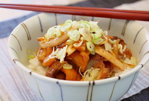 今日のキムチ料理レシピ:味噌豚キムチ丼