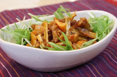 今日のキムチ料理レシピ:揚げ豚肉と割干しキムチのサラダ