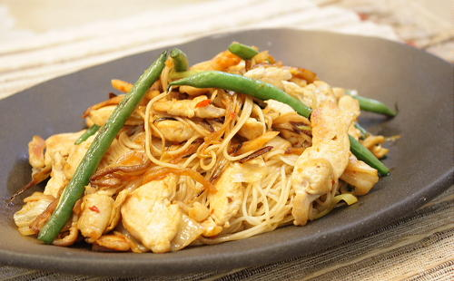 今日のキムチ料理レシピ:鶏肉とキムチの炒めそうめん