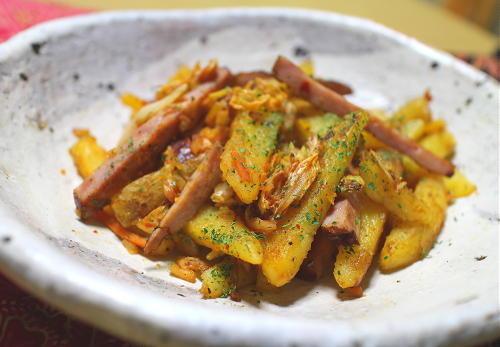今日のキムチ料理レシピ:焼豚とジャガイモとキムチのバター炒め