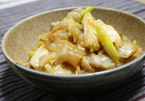 今日のキムチ料理レシピ:焼き豆腐とキムチの味噌煮込み