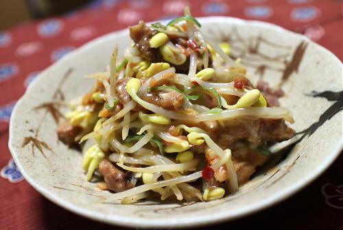 今日のキムチ料理レシピ:大豆もやしと焼き鳥のキムチ和え