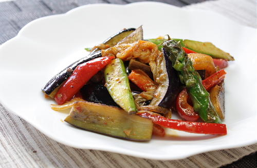 今日のキムチ料理レシピ:野菜とキムチの味噌マヨ炒め