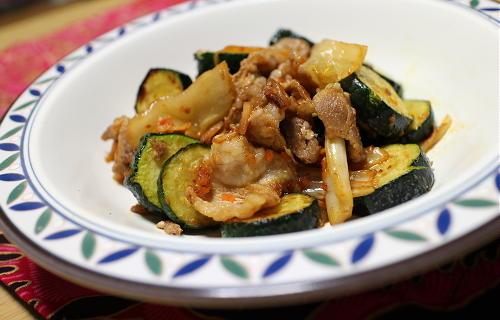 今日のキムチ料理レシピ:ズッキーニと豚肉のキムチ炒め