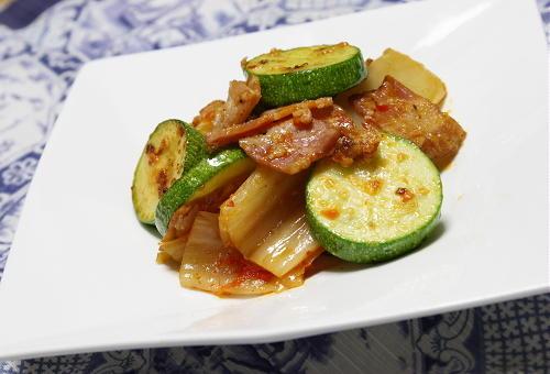 今日のキムチ料理レシピ:ズッキーニとキムチのチーズ炒め