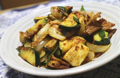 今日のキムチレシピ:豚肉とズッキーニのキムチカレー炒め