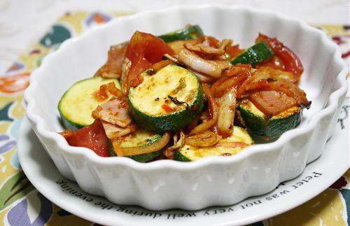 今日のキムチ料理レシピ:ズッキーニとキムチのガーリック焼き